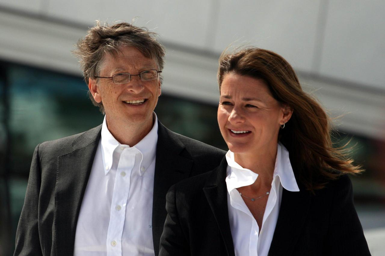 Вот и настал день, когда по Биллу заскучали. К сожалению, основателя Microsoft нынче больше волнуют семья и его благотворительный фонд (на фото: Билл и Мелинда Гейтс).