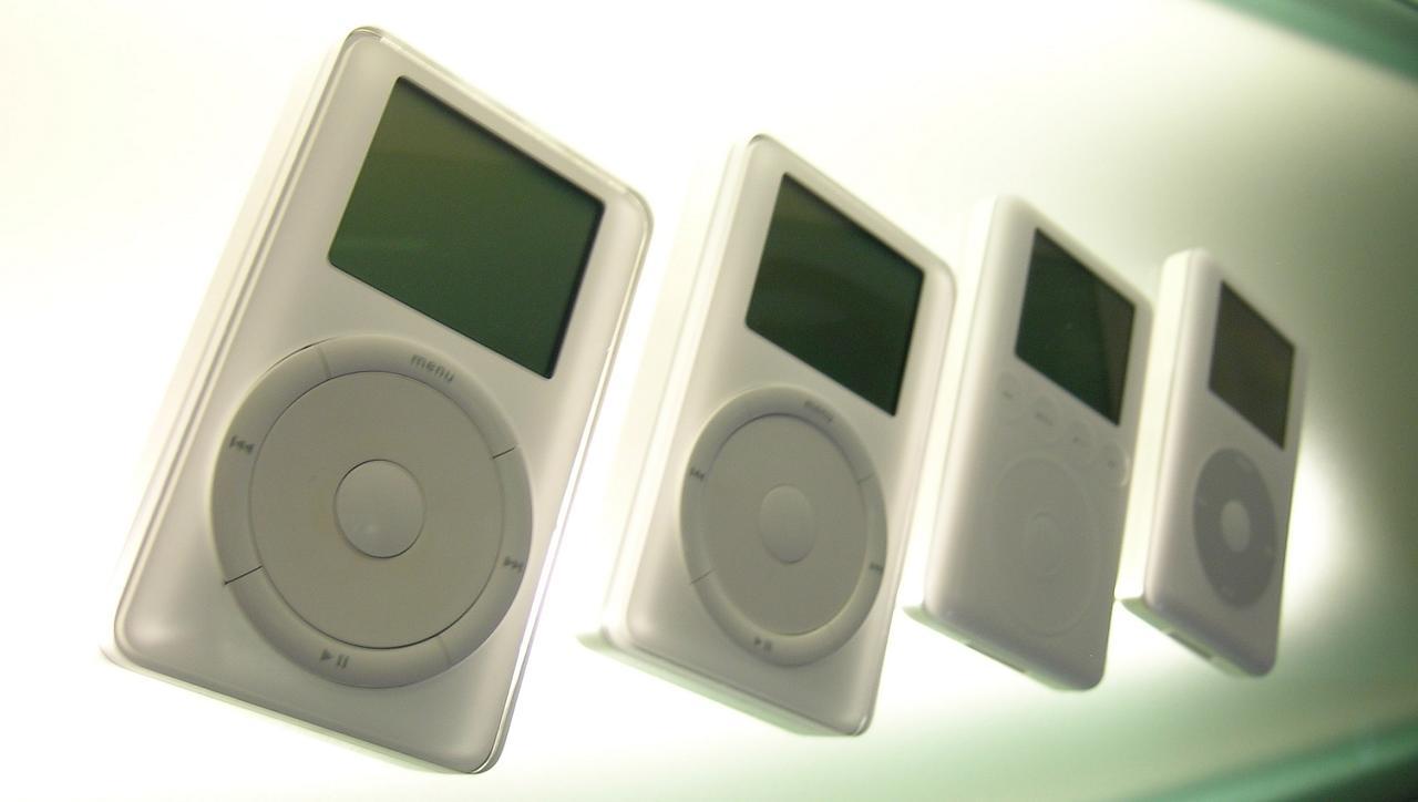 Меломаны ценили первый iPod за качественную электронику, способную «раскачать» даже мощные наушники. Публика в целом — за внешний вид. Какое ещё мобильное устройство смогло дойти до нас почти в исходном виде из начала нулевых?