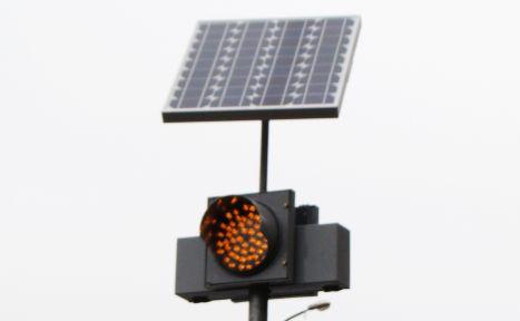В Москве появились сигнальные столбы с солнечными батареями