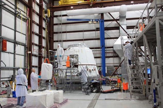 В SpaceX объявили, когда коммерческий космический корабль впервые полетит к МКС