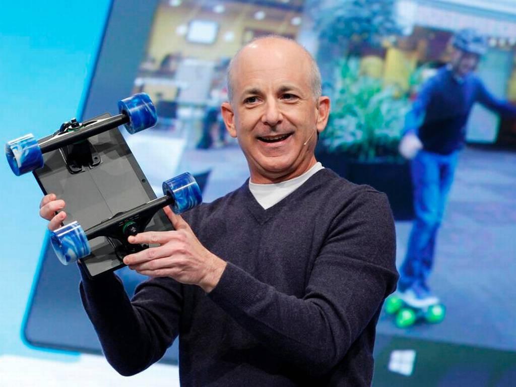 Если попробовать перечислить, к чему приложил руку Стивен Синофски, придётся назвать почти все основные продукты компании: Windows, Office, IE, Surface и даже последнюю волну облачных сервисов, вроде Outlook.com и SkyDrive. А ещё, говорят, он обладал даром убеждения, удерживая коллег от перехода к модным конкурентам. Знаете, там, Google, Apple. Куда-то теперь подастся он сам?