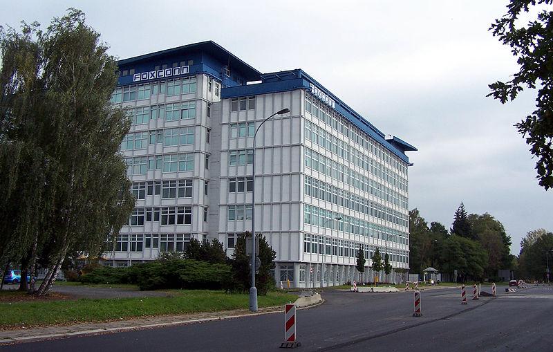 Foxconn готов потратить миллиарды, чтобы заменить рабочих на роботов