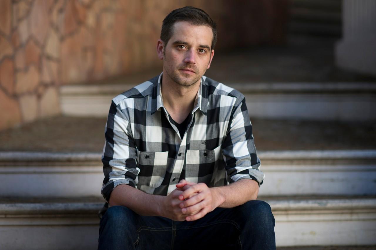 А это Барнаби Джек, 35-летний новозеландский белый хакер (к нашей пятёрке прямого отношения не имеет). Его судьба, несомненно, подстегнёт волну панических, параноидальных настроений в хакерском сообществе. Дело в том, что Джек интересовался взломом банкоматов и носимых цифровых медицинских устройств. И как раз должен был представить свежие результаты своей работы на конференции в Лас-Вегасе, но скончался. Совпадение?