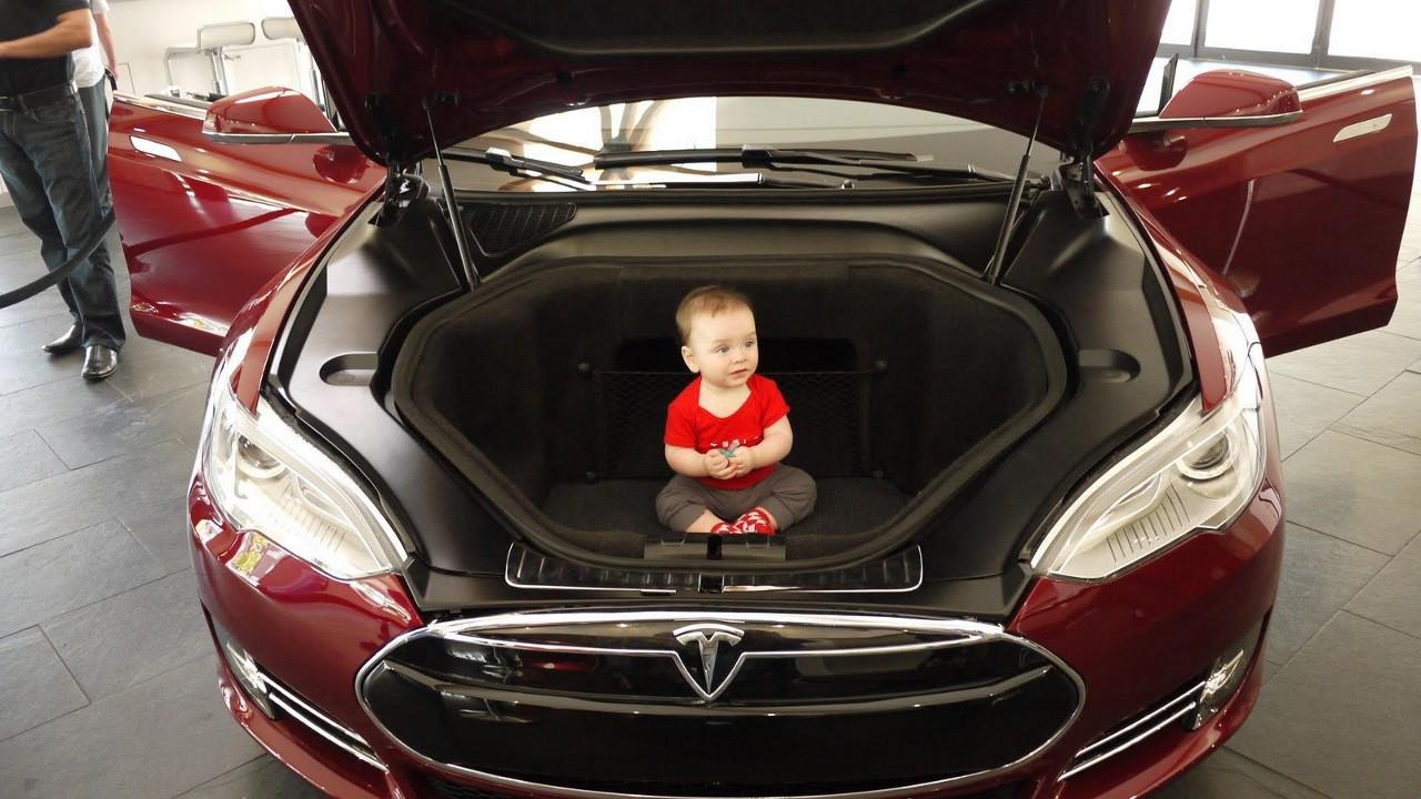 автомобиль тесла s под капотом