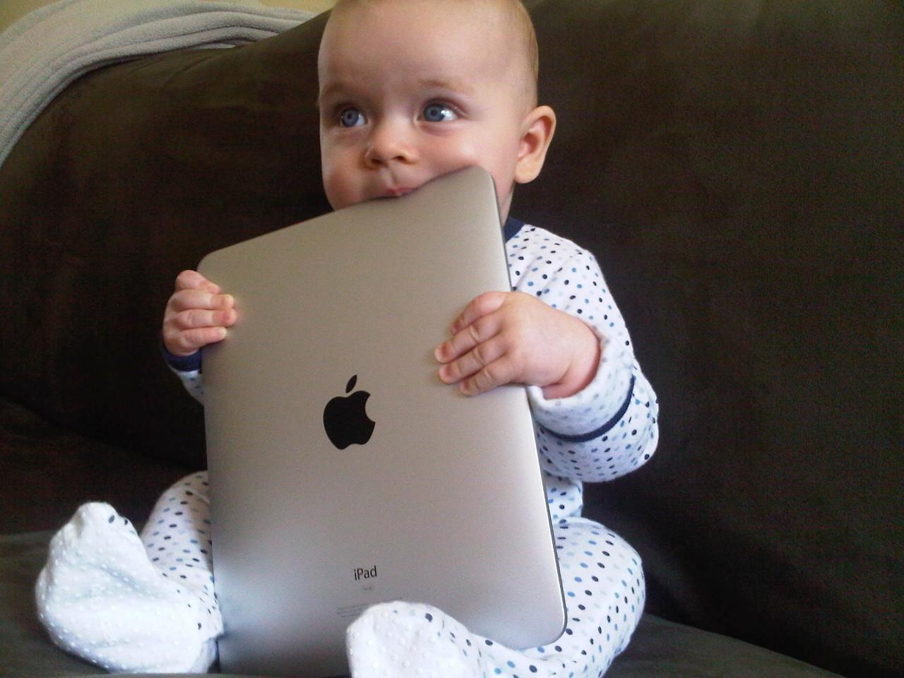 Ребёнок и планшетка