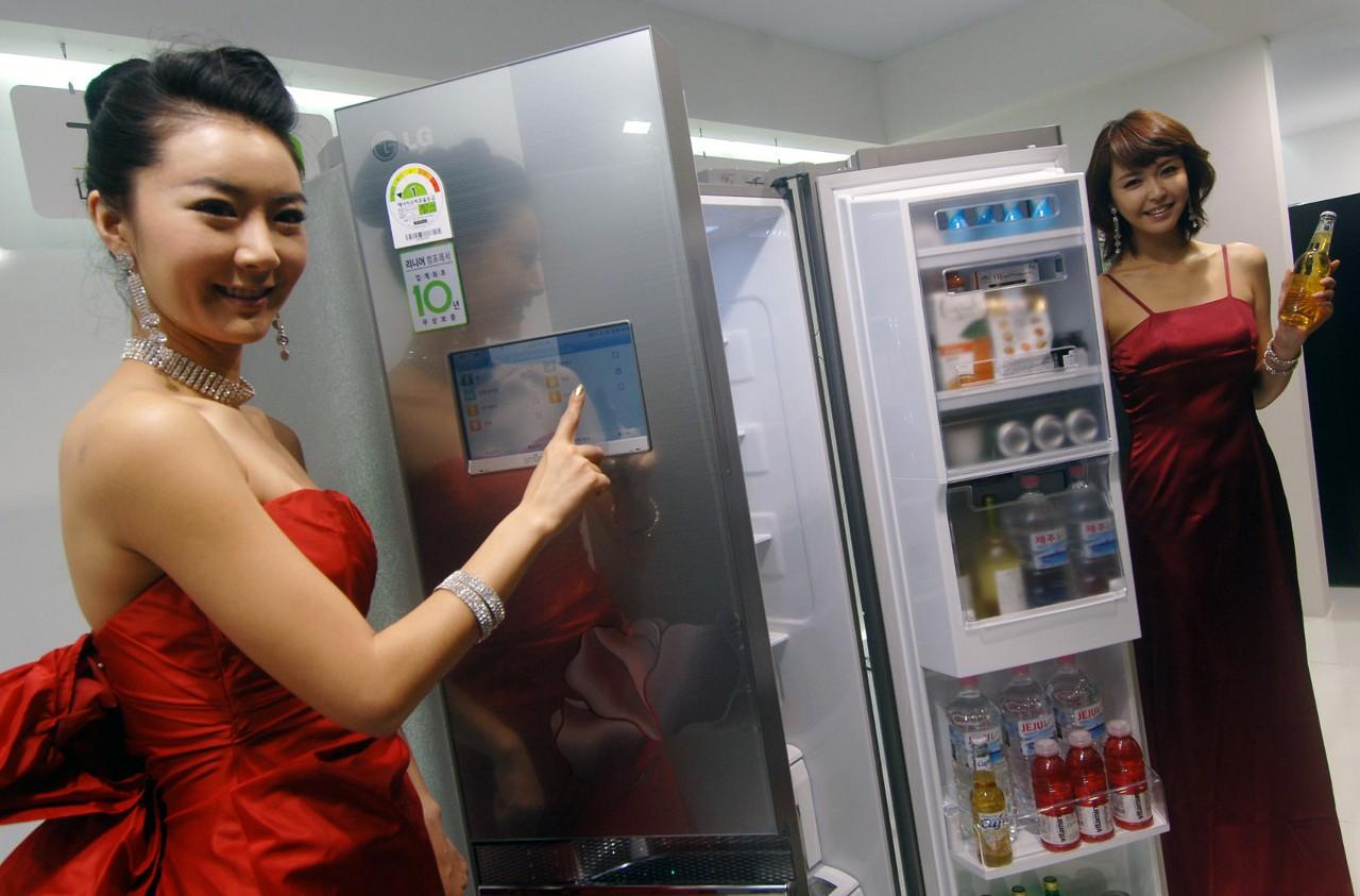 Это умный холодильник LG. Он здесь просто для красоты. Proofpoint не сообщает, холодильник какой фирмы использовался для рассылки спама.