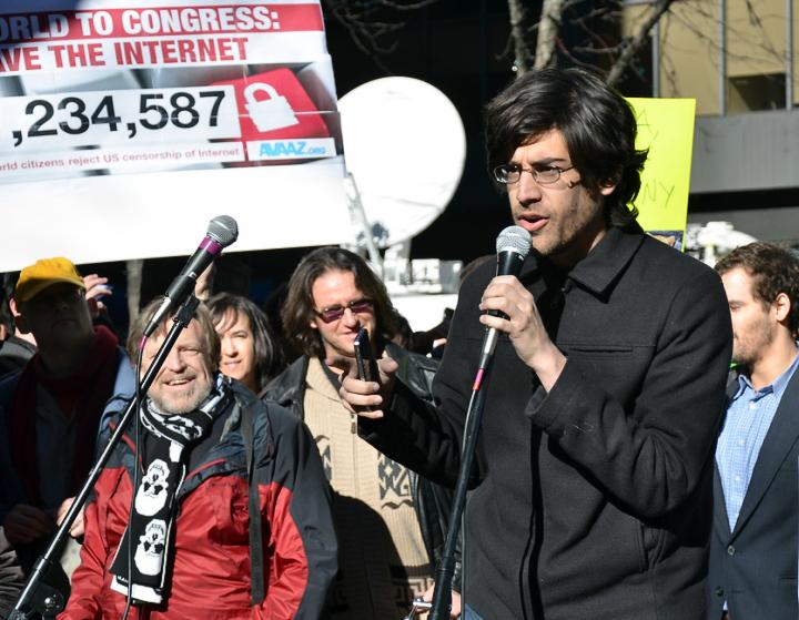 Аарон Шварц объявляет о провале SOPA (фото: Daniel J. Sieradski)
