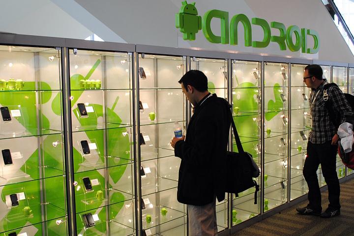 Пока ещё Android остаётся самой популярной ОС для смартфонов (фото: androidwiki.de)