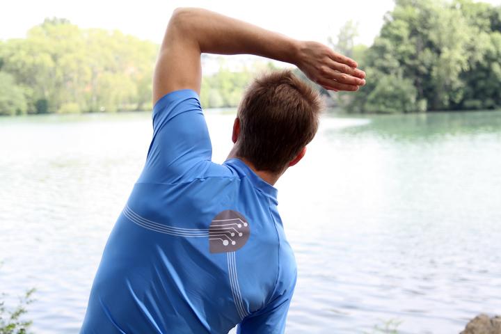 Испытания прототипа футболки из ткани Smart Sensing (фото: redressement-productif.gouv.fr)