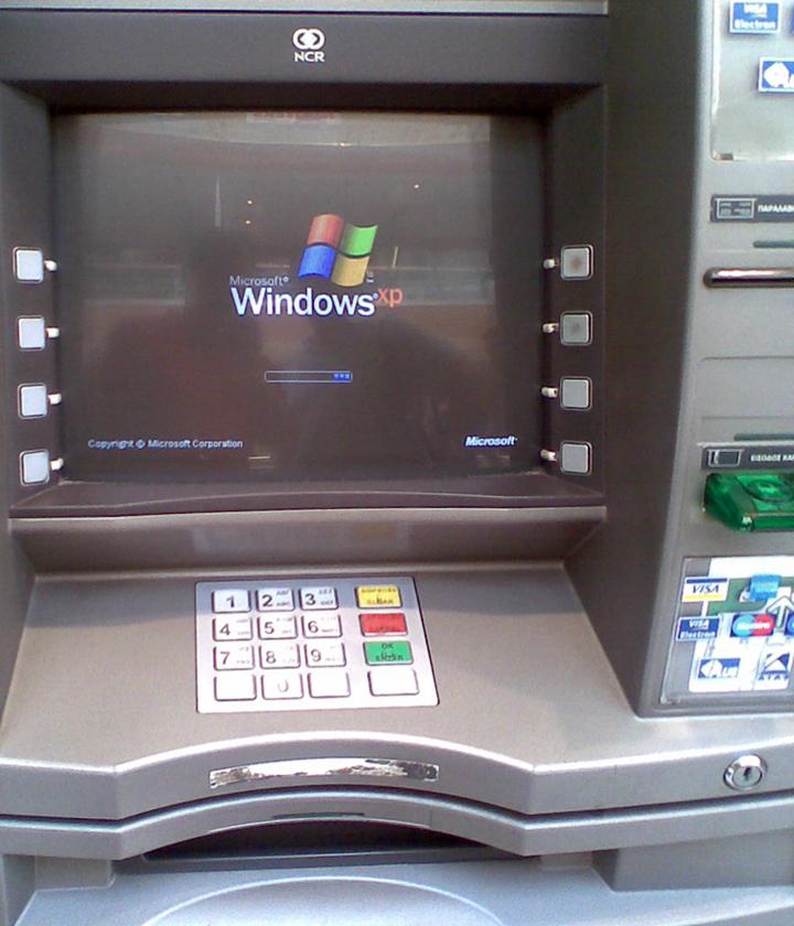 Банкомат под управлением Windows XP... и какого-то трояна (фото: wlearn.gr).