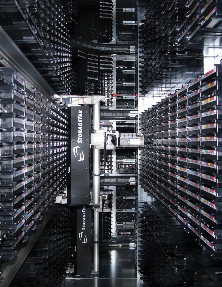 Ленточное хранилище данных в CERN (фото: hardware.slashdot.org).
