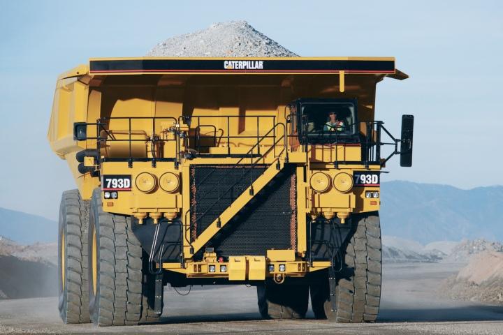 Карьерный самосвал Caterpillar 793D с двигателем мощностью 2 650 л. с. (фото: сat.com).