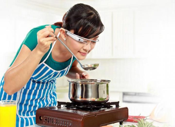 Приложение Allthecooks Recipes для Google Glass помогает готовить блюда и делиться рецептами (фото:  meltyfood.fr).