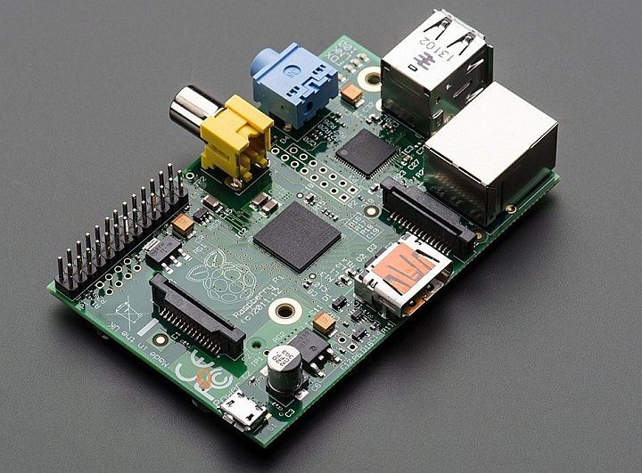 Raspberry Pi - вторая ревизия модели B (фото: pi-suppli.com)