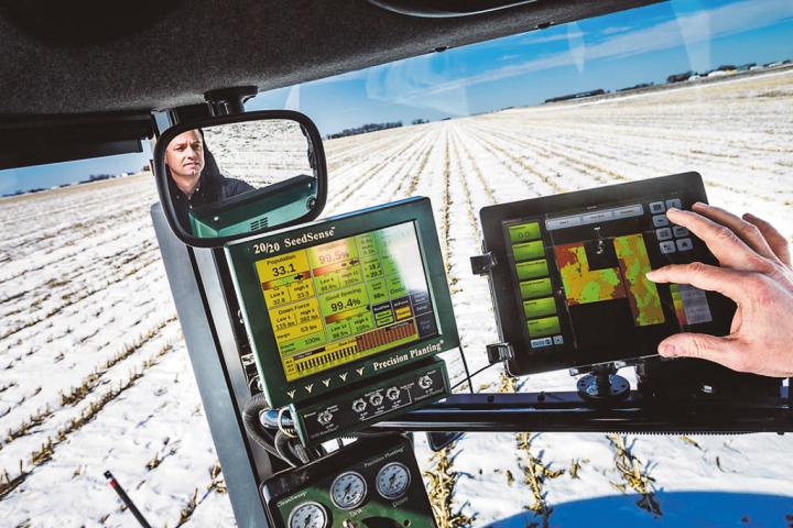 Фермер из штата Айова Дэвид Нельсон использует аналитические сервисы для оптимизации посева (фото: Ryan Donnell / The Wall Street Journal).