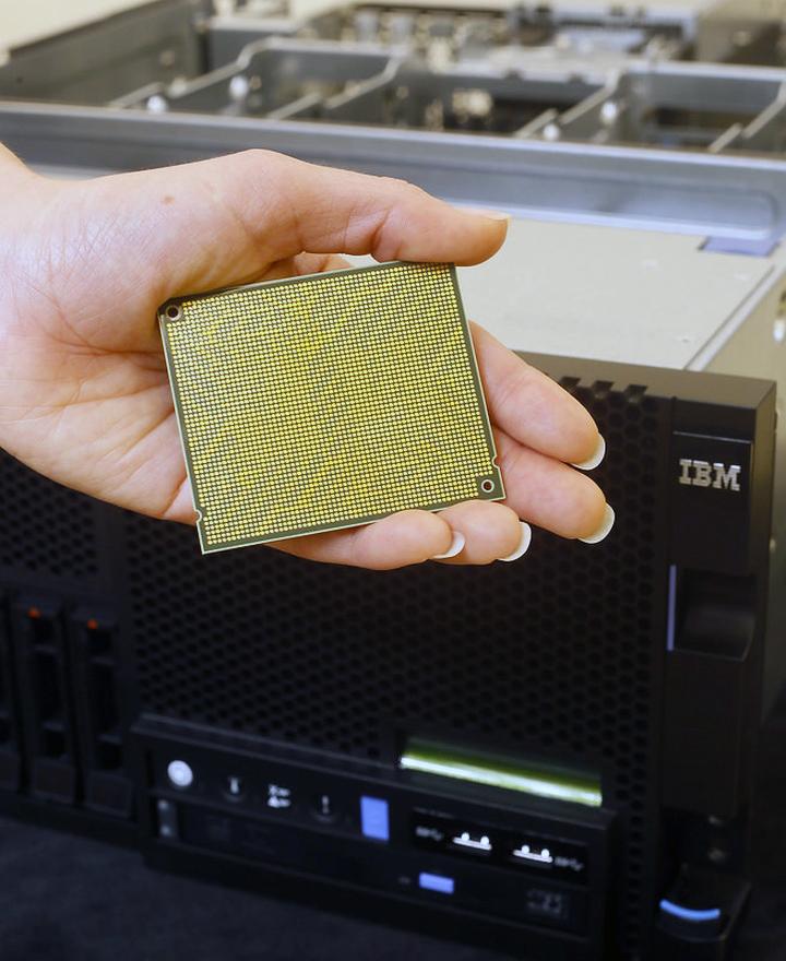 Процессор IBM Power8 (фото: extremetech.com).