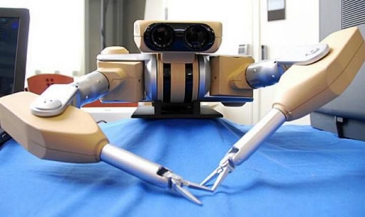 Робот Taurus компании SRI International, разработанный в 2011 году для обезвреживания бомб (фото: gadgetfreak.gr).
