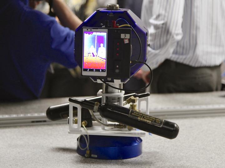 Смартфон Tango на роботе Sphere (фото: gigaom.com).