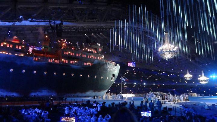 На открытии Паралимпийских игр в Сочи тоже не обошлись без образов технологий: когда-то за успехами ледоколов, обычных и атомных, следила вся страна, и это отражено в сюжете «Ломая лёд».