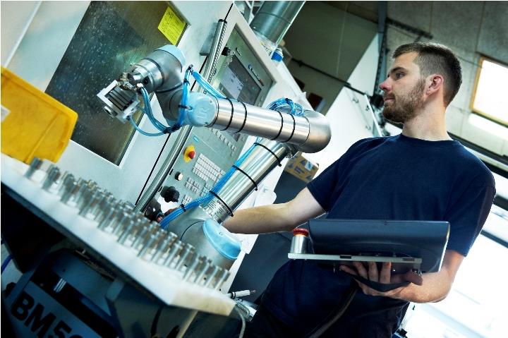 Роботы от датской Universal Robots вполне эффективны и на предприятиях малого бизнеса.