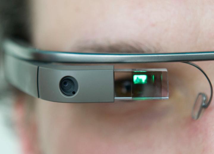 Google Glass вдохновили на создание других очков дополненной реальности (фото: huffpost.com).