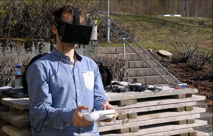Oculus Rift помогают лучше управлять БПЛА, превращая его полёт в игру от первого лица (фото: animalnewyork.com).