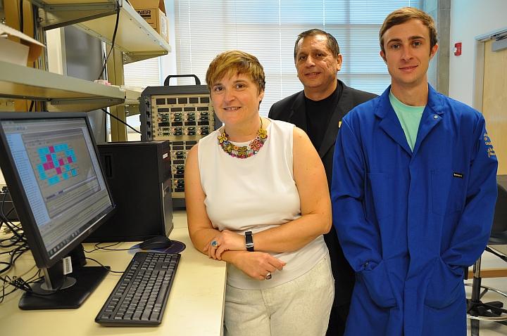 Команда разработчиков ионистора на частицах оксида рутения из Калифорнийского университета в Риверсайде (фото: ucr.edu).