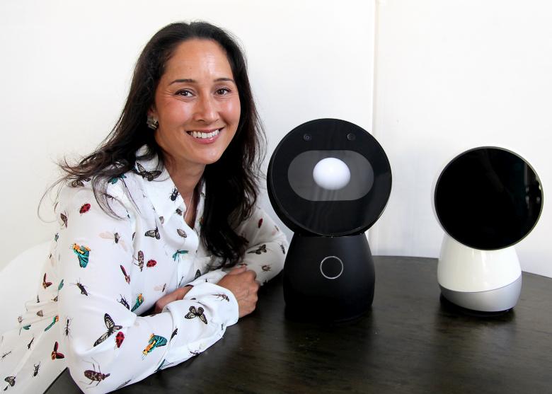 Доктор Синтия Брезел и прототипы робота Jibo (фото: gigaom.com).