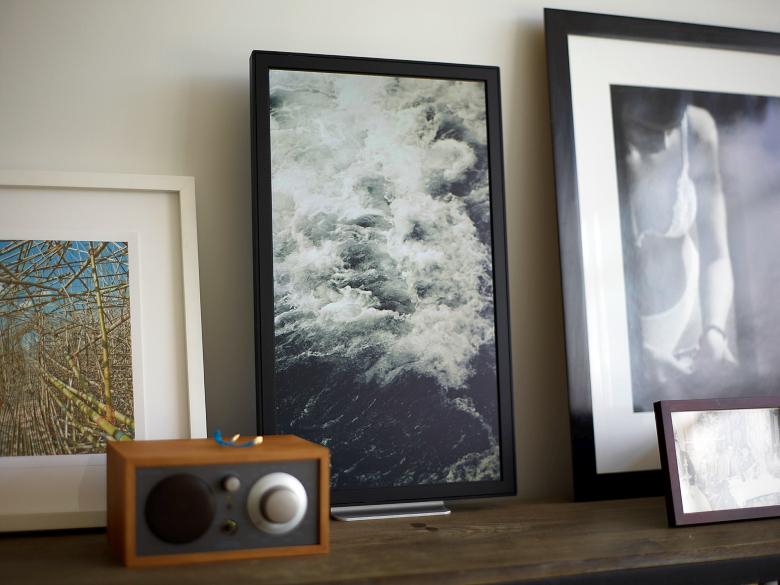 Моноблок EO1 не сразу выделяется среди обычных картин (фото: amazonaws.com).