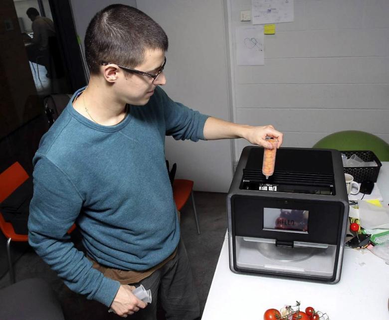 Капсулы для принтера Foodini можно заряжать свежеприготовленными компонентами (фото: economia.elpais.com).