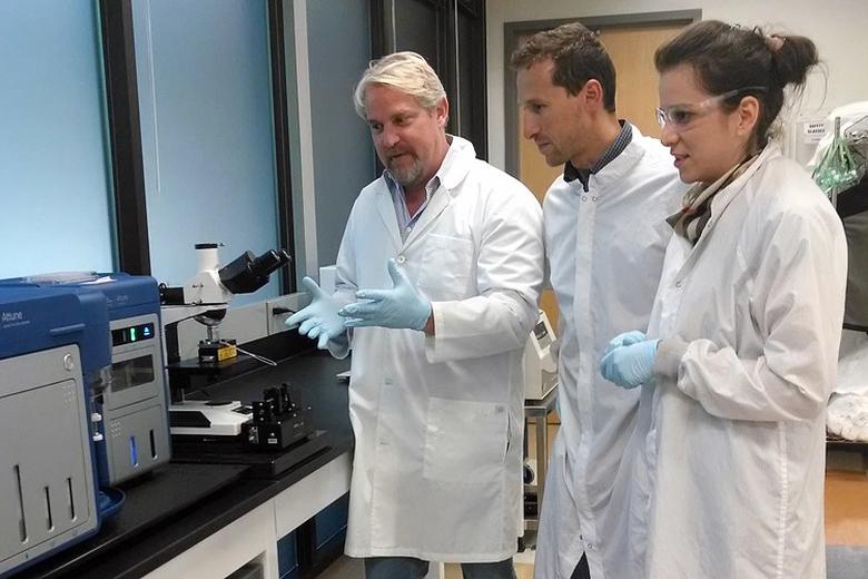 Доктор Конрад в лаборатории Google X Life Sciences (фото: Google).
