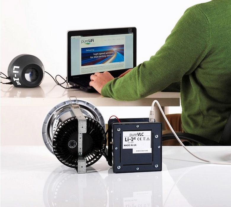 Li-1st - первое серийно выпускаемое устройство с поддержкой Li-Fi (фото: LEDinside/pureVLC).