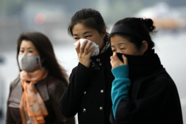 Жители Пекина задыхаются от смога (фото: scmp.com).