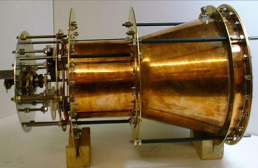 Забегая вперёд: это EmDrive конструкции Роджера Шаера. В NASA испытывали не его, но принцип действия тот же.