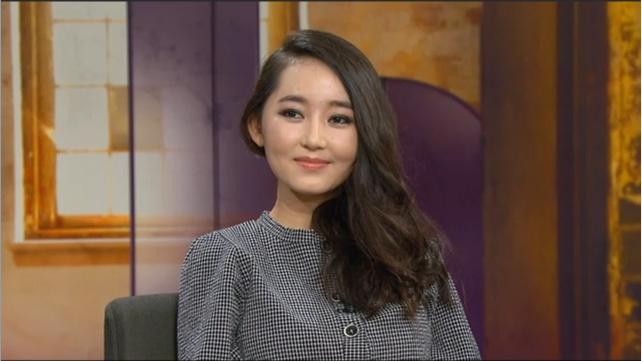 Кстати, удивительный факт: бегут из Северной Кореи преимущественно женщины. На этом фото Park Yeon-mi, возглавляющая сегодня одну из организаций, ломающих северокорейский инфобарьер. «Я провела там первые 15 лет своей жизни и всё это время думала, что Ким Чен Ир — бог. Условия были ужасными, но я боялась жаловаться даже самой себе: ведь Он сможет прочитать мои мысли».