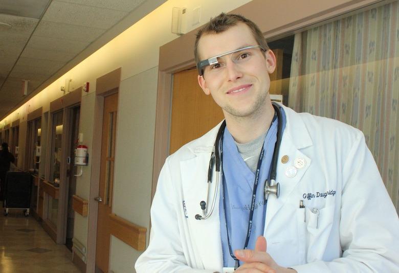 Remedy предлагает врачам использовать Google Glass в повседневной практике (фото: remedyonglass.com).