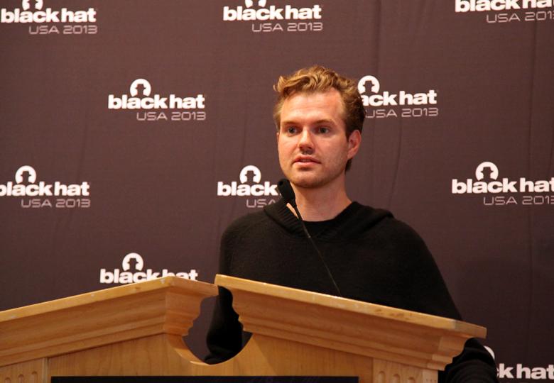 Карстен Нол на конференции Black Hat 2013 (фото: threatpost.com).