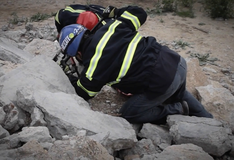 Поиск пострадавших под завалом (фото: ucsb.edu).