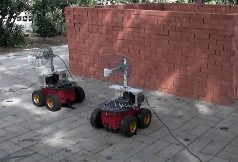 Пара роботов сканирует пространство за кирпичной стеной с помощью Wi-Fi (фото: ucsb.edu).