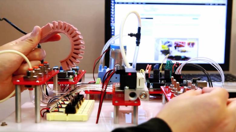 Испытания готового актуатора (фото: softroboticstoolkit.com).