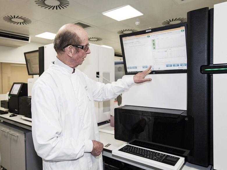 Одна из наиболее популярных систем секвенирования HiSeq 2500 (фото: illumina.com).