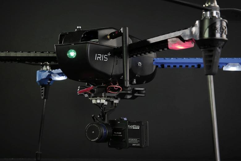 Iris+ - первый серийный дрон для видеозаписи с функцией слежения (фото: 3drobotics.com).