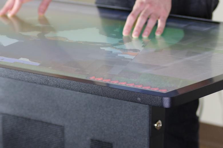 Интерактивный стол Ideum выглядит вполне аккуратным (фото: gizmag.com).
