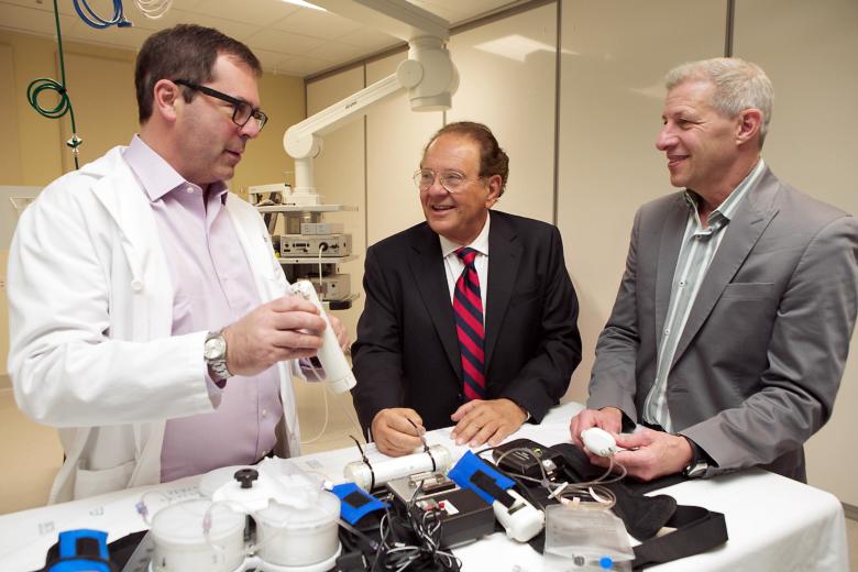 Разработчики обсуждают WAK. Слева направо: Джонатан Химмельфарб, Виктор Гура и Ларри Кесслер.