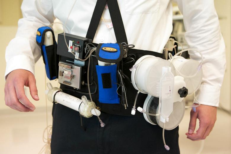 WAK - прототип носимой искусственной почки (здесь и далее фото: Stephen Brashear / hsnewsbeat.uw.edu).