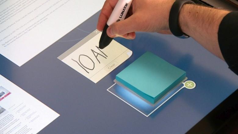 Ideum сочетает физические и виртуальные объекты (фото: gearhungry.com).