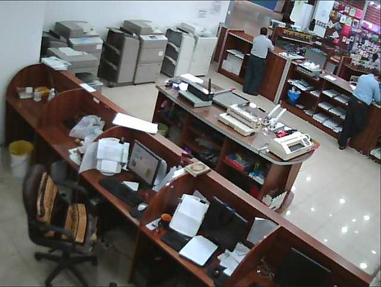Камера безопасности в администрации бутика Motblanc, Кувейт.