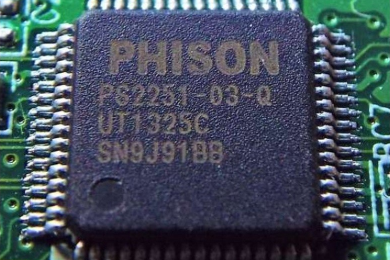Универсальный контроллер Phison 2251-03 (фото: Adam Caudill and Brandon Wilson).
