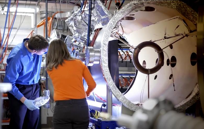 Проектировании установки T4 в лаборатории Skunk works (фото: Lockheed Martin).
