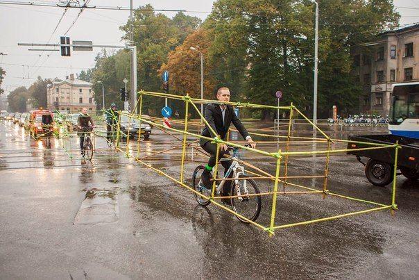 Наглядная демонстрация преимущества велосипедов перед автомобилями в городе